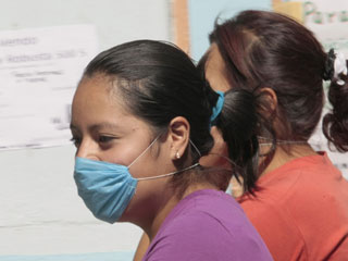 5_61_swine_flu_women_320[1]